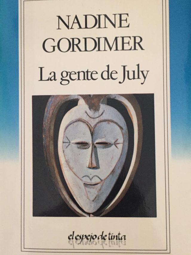 La gente de July-Abre un libro