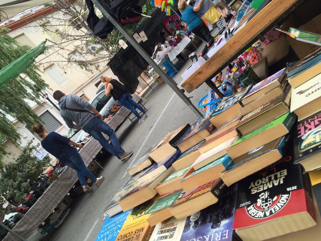 Libros de ocasión los domingos en Torremanzanas-Abre un Libro