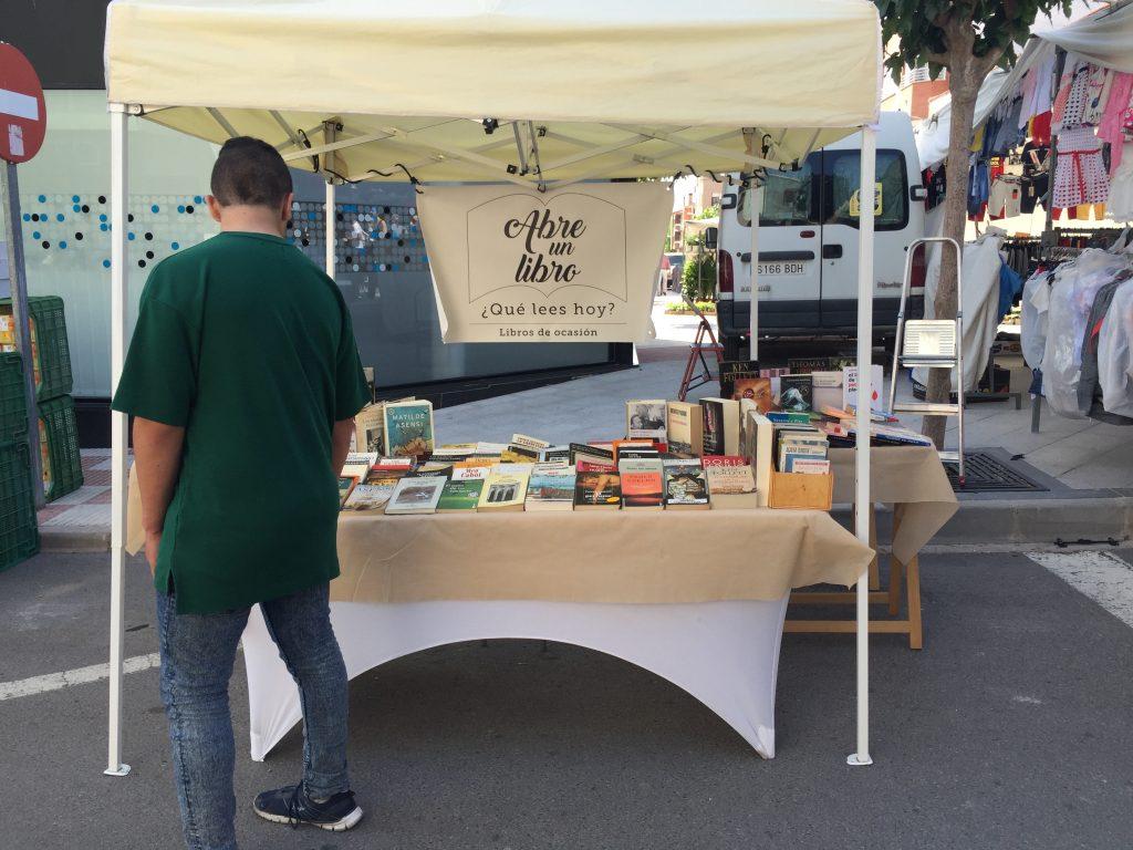 Así luce nuestra librería itinerante en Castalla